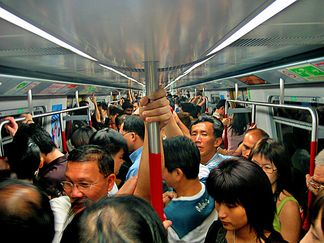 facts about hong kong, hong kong pictures: rush hour on the mtr, photo hong kong