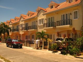Manila House For Sale: Las Pinas Townhouse For Foreclosure